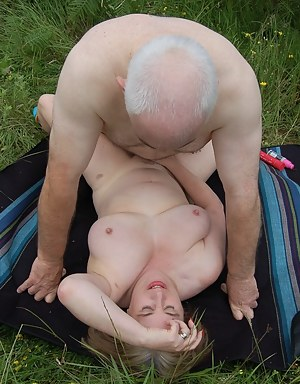 Mature Missionary Sex Porn Pictures