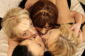 Mature Kissing Porn Pictures
