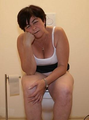 Mature Toilet Porn Pictures